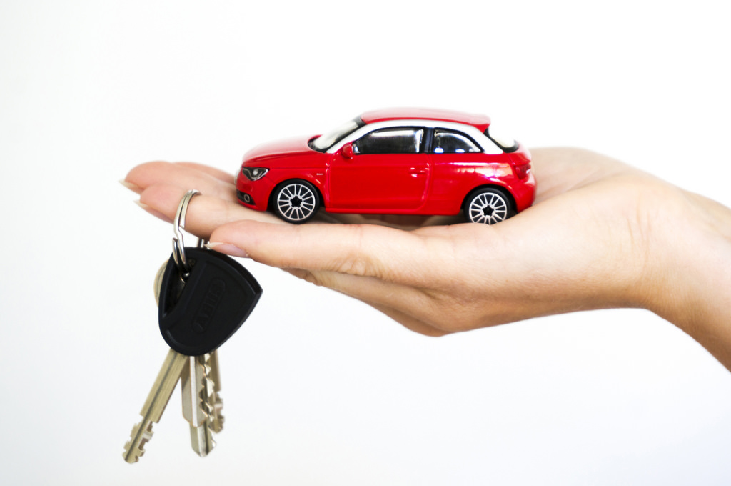 car-and-keys-in-hand