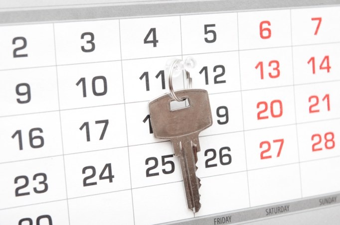 know-when-to-sell-image-of-car-key-on-a-calendar-background-time-to-sell-your-carjpg