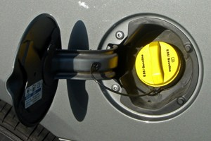 typical_flexfuel_filler_door_label_and_yellow_cap_12_mia_12_2008jpg
