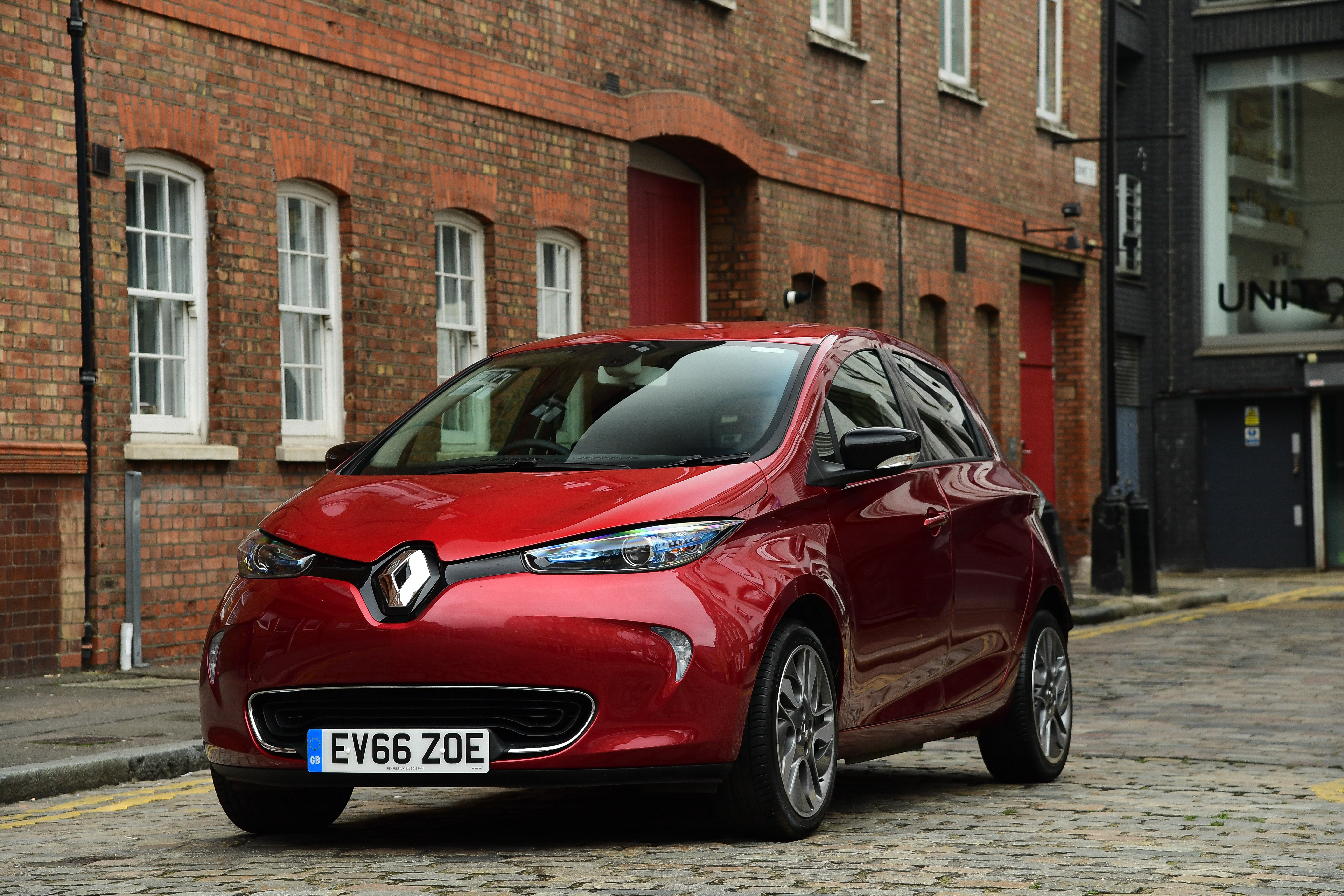 1445036_renault-zoe-my-2017-feb-2017-84-jpg